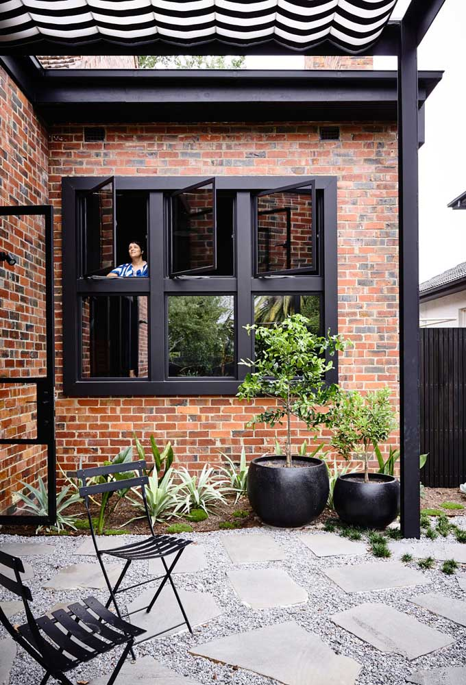 Quando o moderno e o rústico se juntam na fachada da casa...