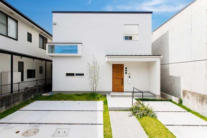 Fachada de casa moderna e minimalista