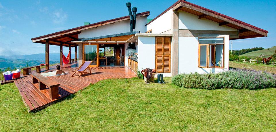 Fachada de casas pequenas casa de praia no estilo rstico com for Decorar su casa de campo