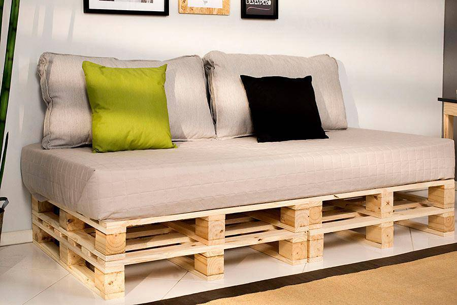 Modelo de sofá de pallets novos para dois lugares