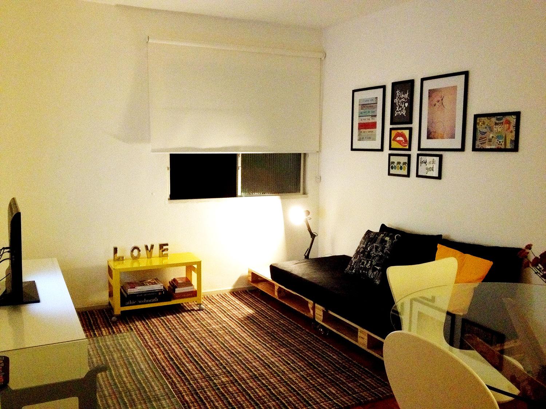 Aposte na iluminação ao lado do sofá