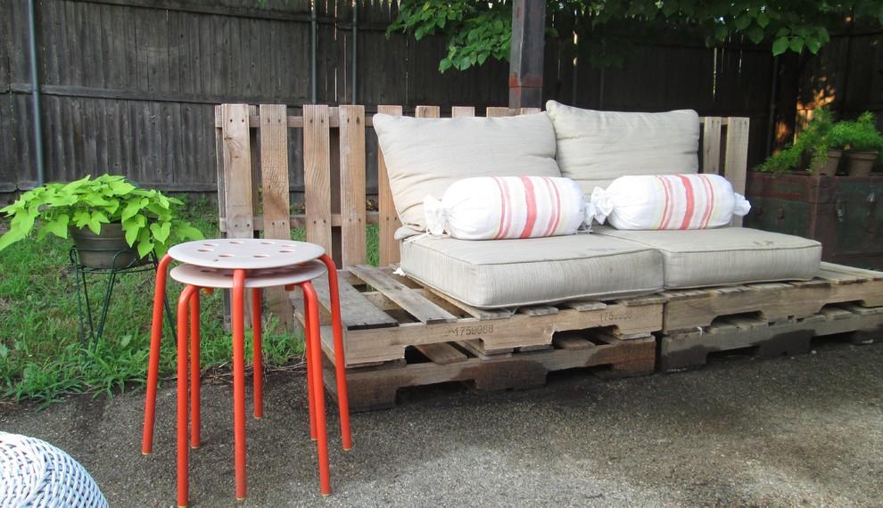 sofá de pallet simples para o jardim