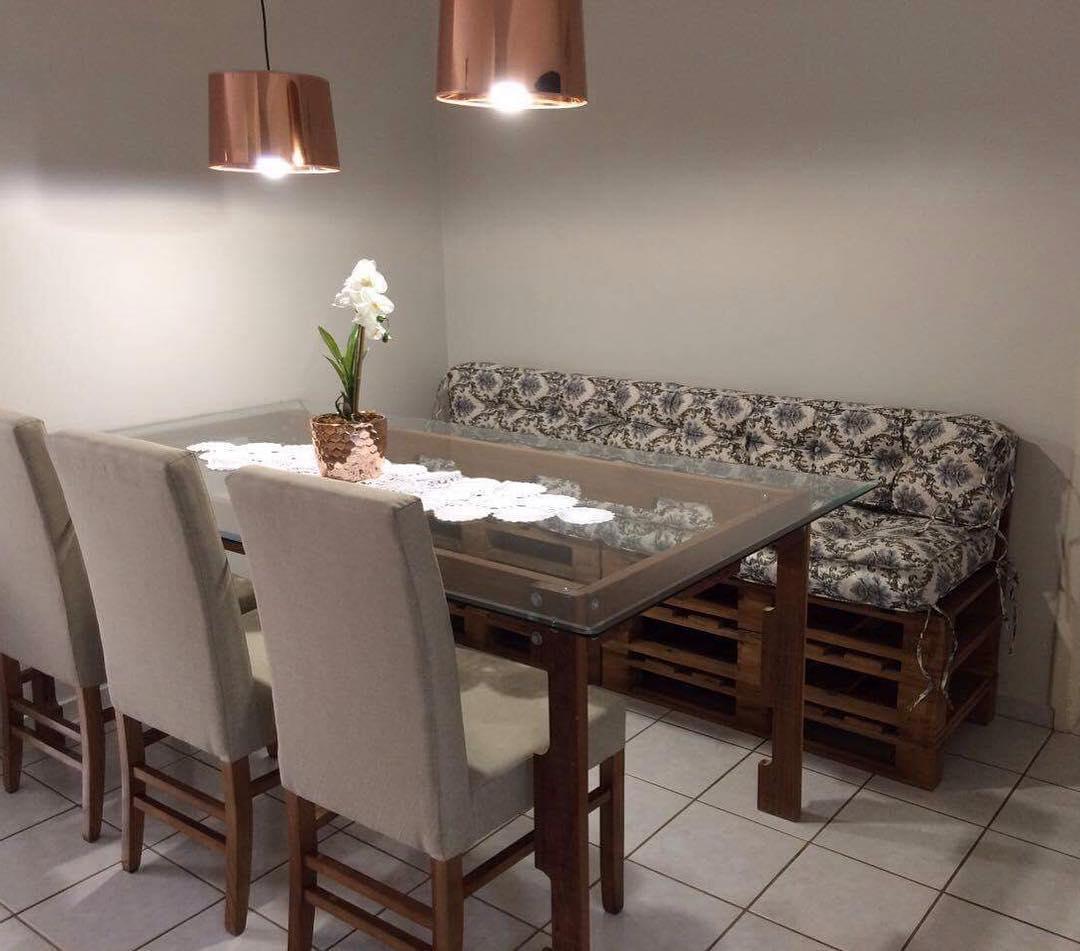 Sofá de palete para sala de jantar