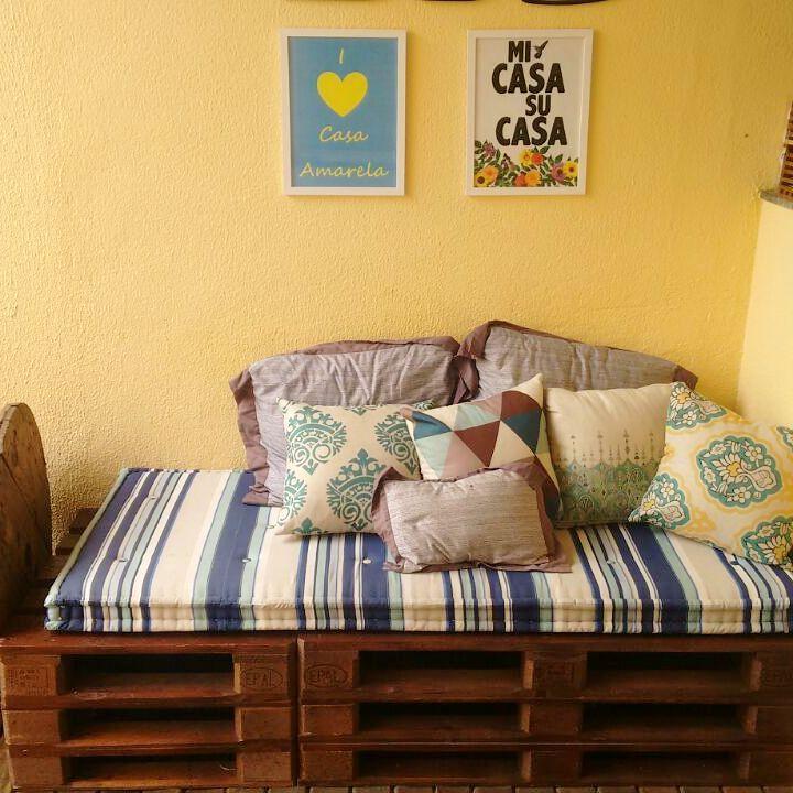 O sofá de pallet é ótimo para áreas externas cobertas