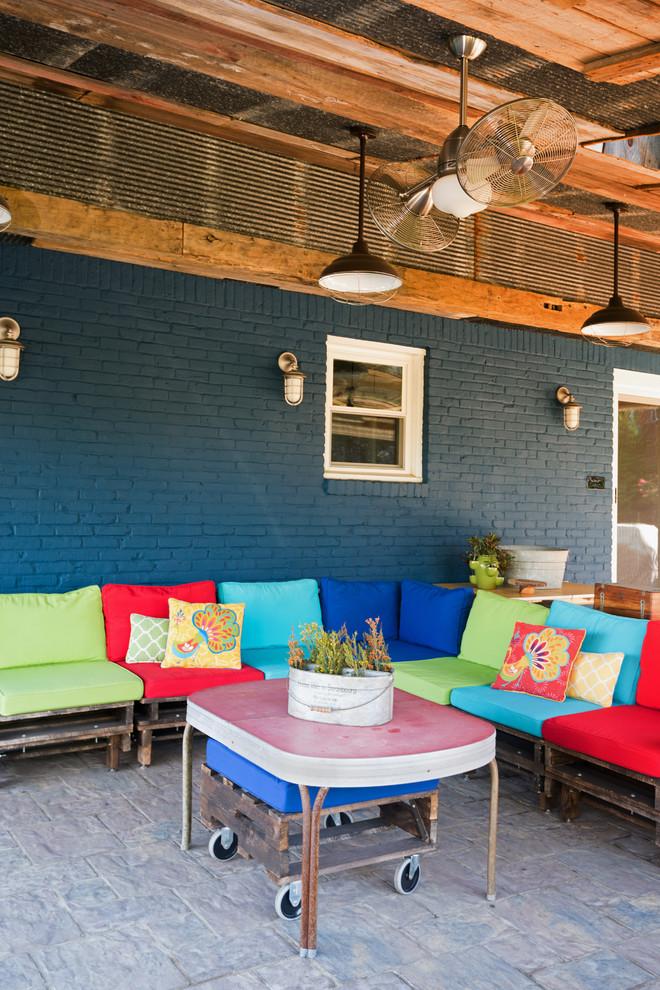 Proposta multicolorida de sofá para área externa
