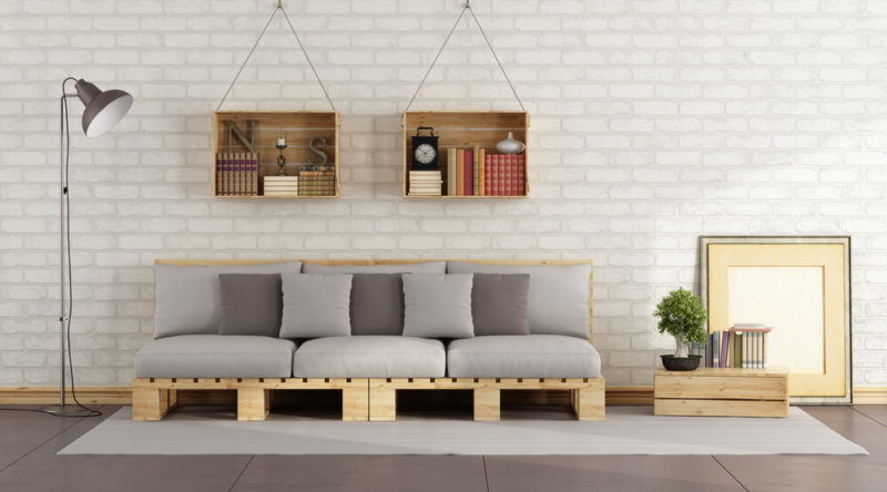 Sofá de pallet: ideias de decoração e passo a passo