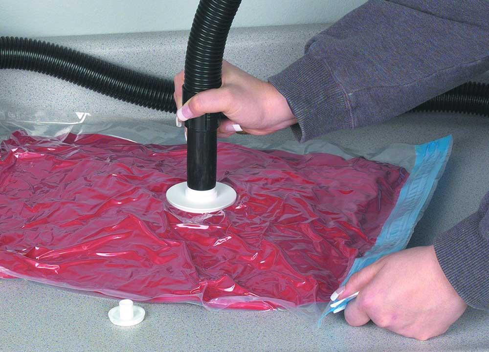 Roupas em sacola plástica a vácuo