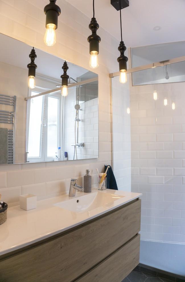 Inove também na iluminação em banheiros pequenos