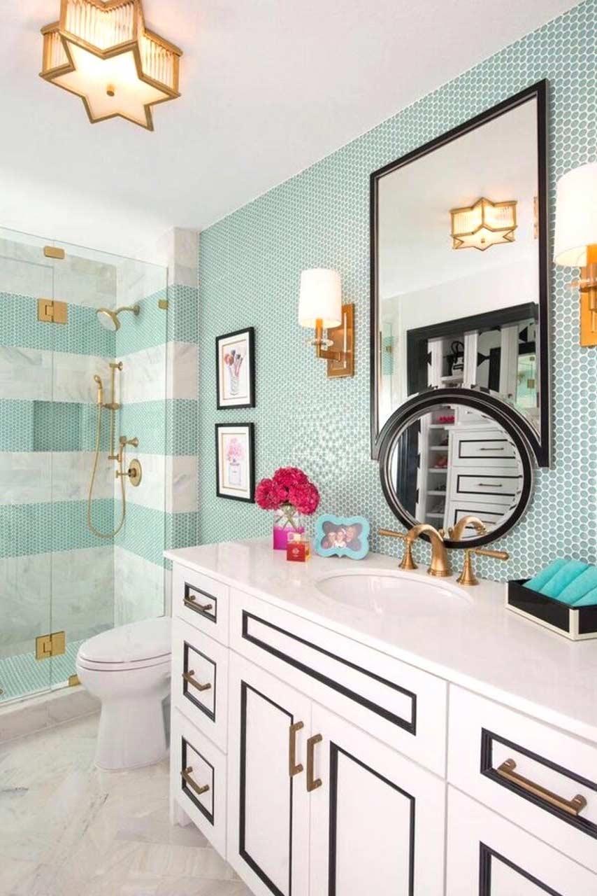 Padronize os detalhes em banheiros pequenos