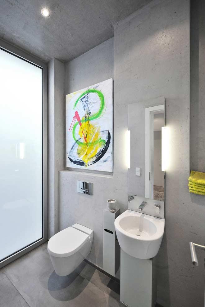 Banheiro pequeno também é lugar de colocar sua arte