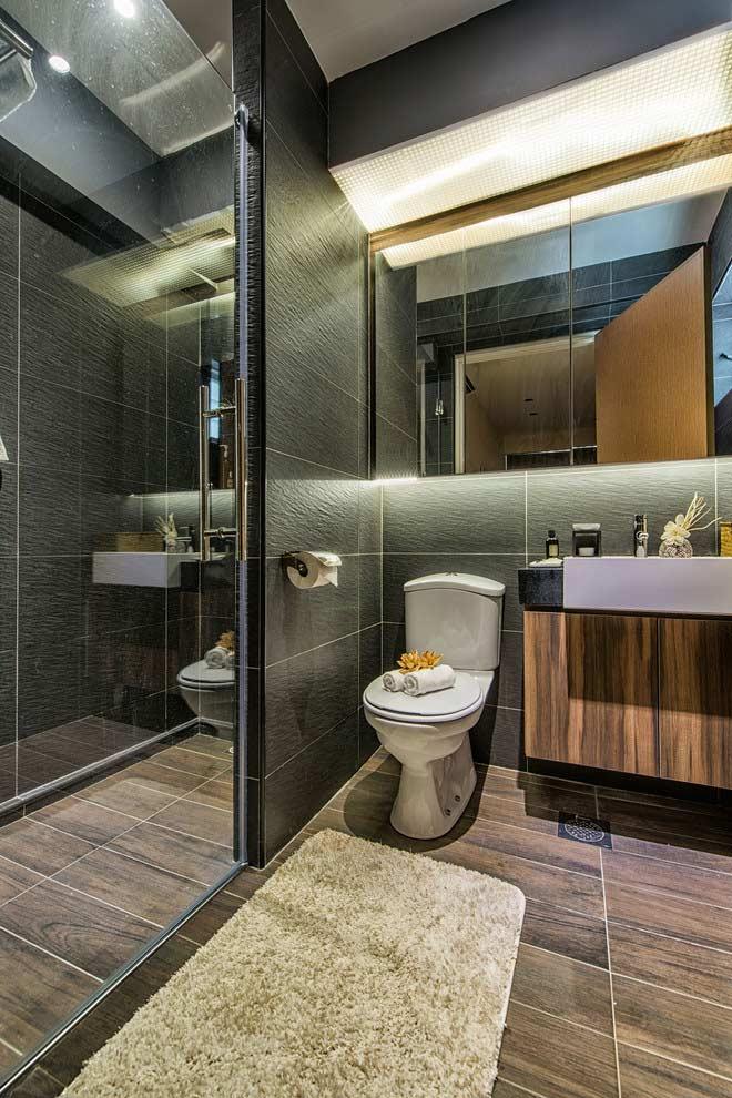 Iluminação por trás do espelho para banheiros pequenos