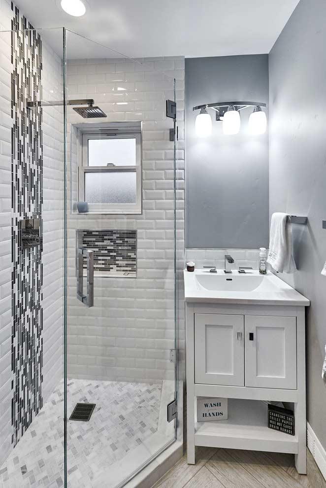 Pense em um detalhe diferente para banheiros pequenos