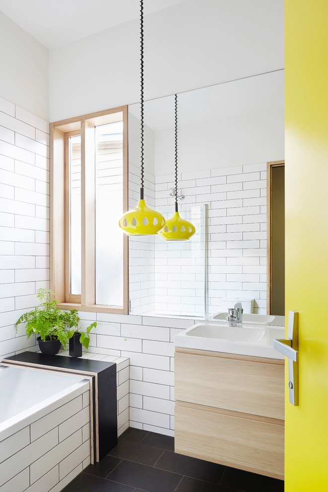 Pendente diferente e divertido para banheiros pequenos