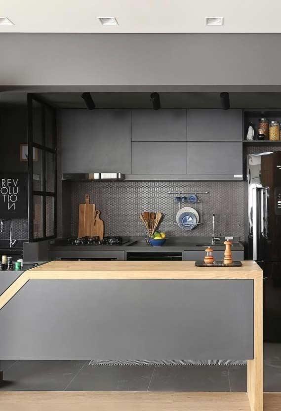 Cozinha pequena planejada em ambiente conjugado
