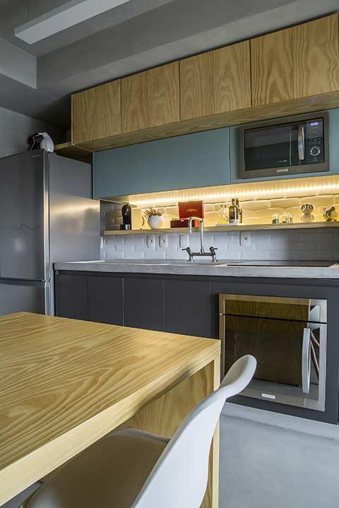 Diferentes níveis para armários em cozinhas planejadas