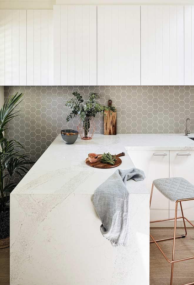 Invista em balcões na cozinha planejada