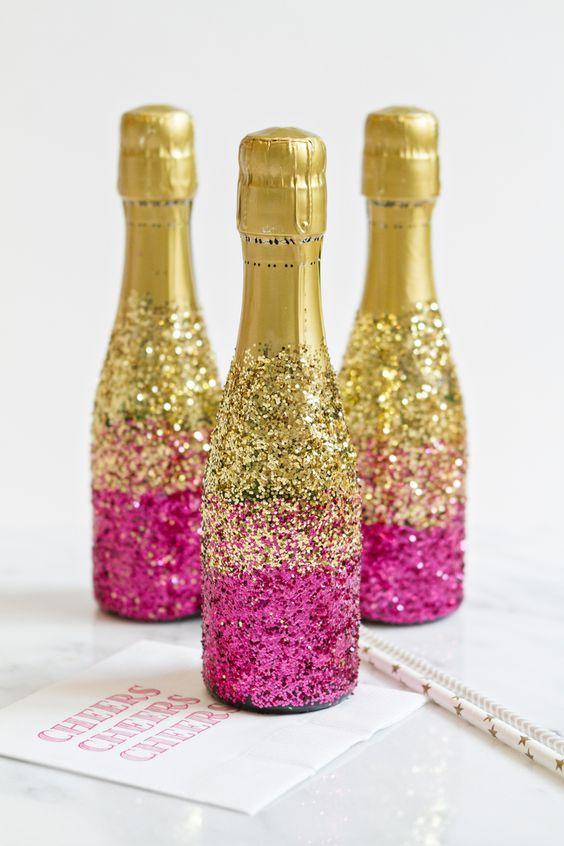 Garrafas de espumante decoradas com glitter