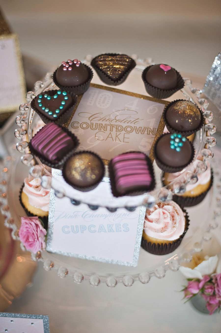 Bombons de chocolate e cupcakes comemorativos para o ano novo