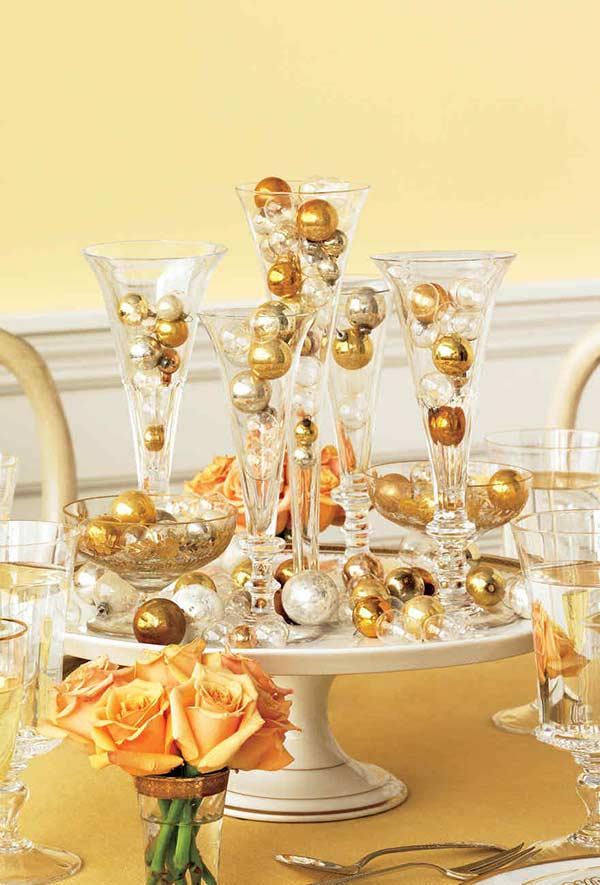 As bolas das árvores de Natal também entram em cena no ano novo como centro de mesa