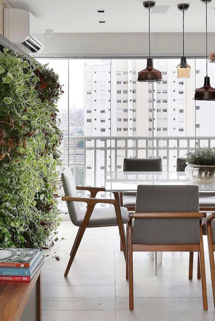Jardim vertical abaixo do ar condicionado
