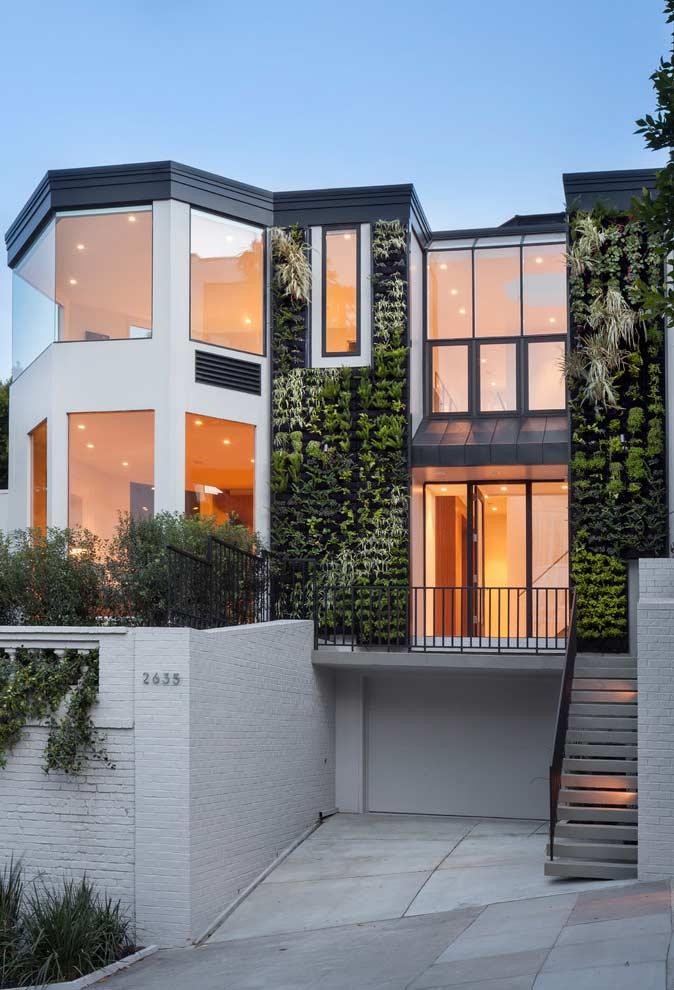 Jardim vertical na fachada de casa