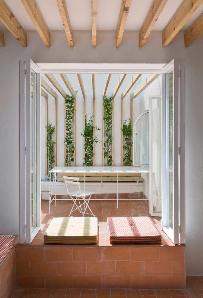 Faixas de plantas na parede