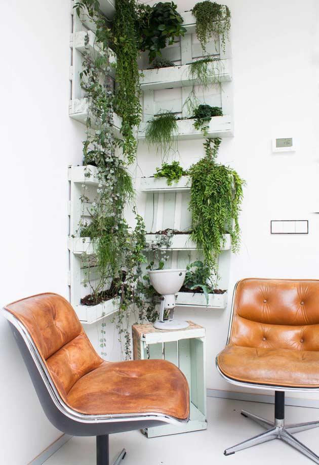 Jardim vertical feito com paletes