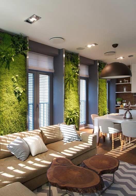 Jardim vertical nos espaços entre as janelas