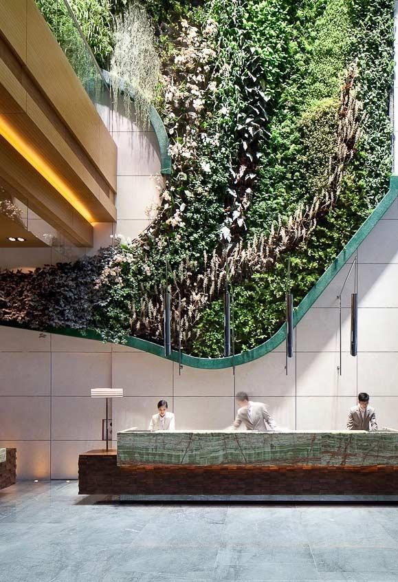 Jardim vertical com formato orgânico