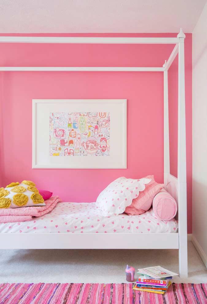 rosa e branco na decoração de quarto de menina