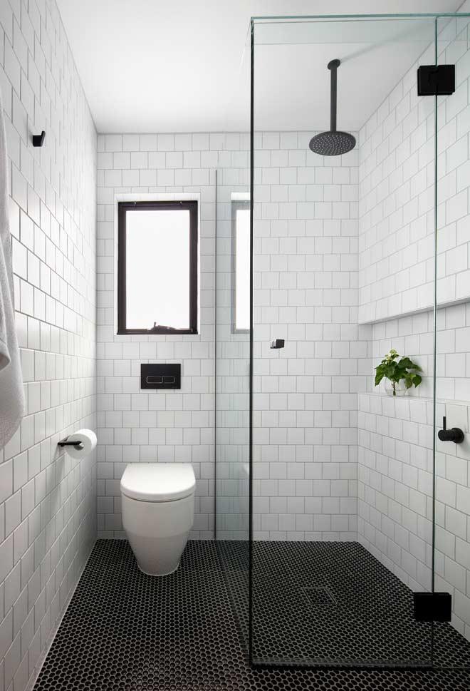 #474695 Banheiro Preto e Branco 65 Fotos Atuais de Decoração e Projetos 660x969 px Banheiro Simples Preto E Branco 2018 3799