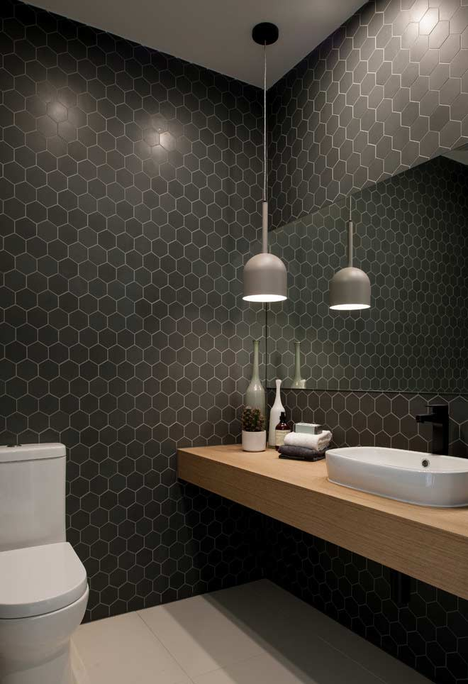 Pastilhas hexagonais pretas na parede