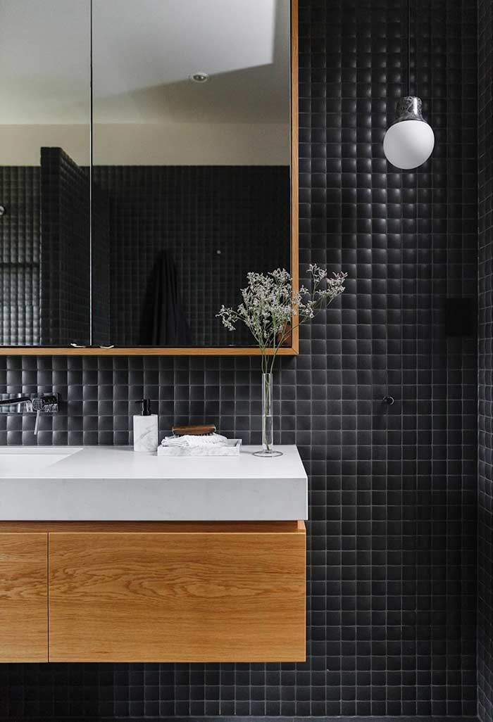 #474694 Banheiro Preto e Branco 65 Fotos Atuais de Decoração e Projetos 700x1026 px Banheiro Simples Preto E Branco 2018 3799