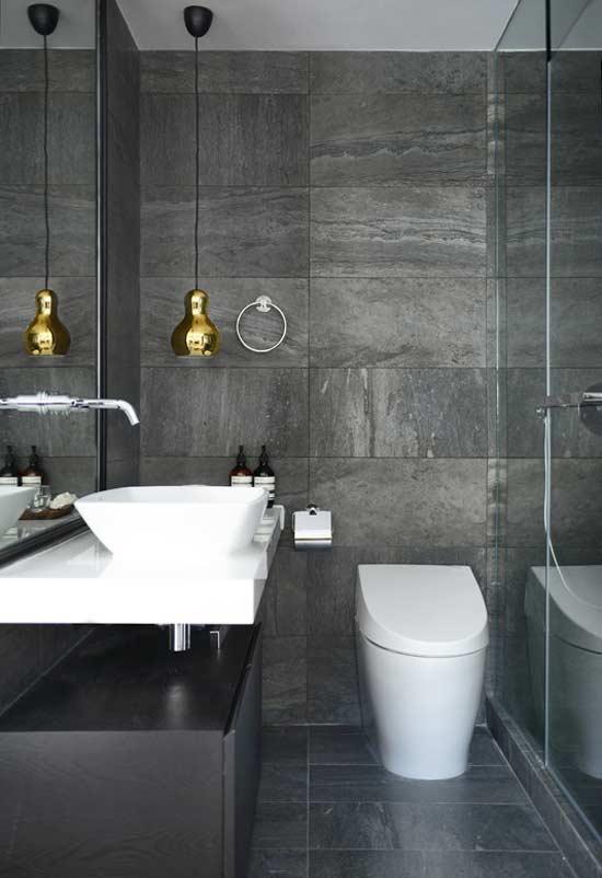 Revestimentos diferenciados para um banheiro com estilo preto e branco