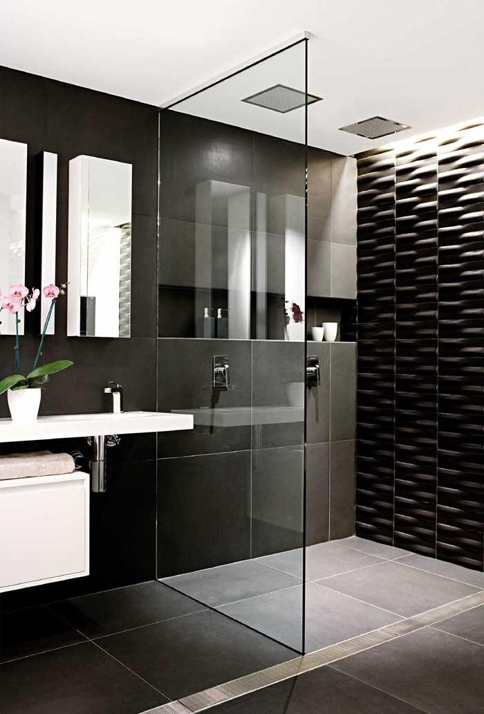 Banheiro preto e branco elegante