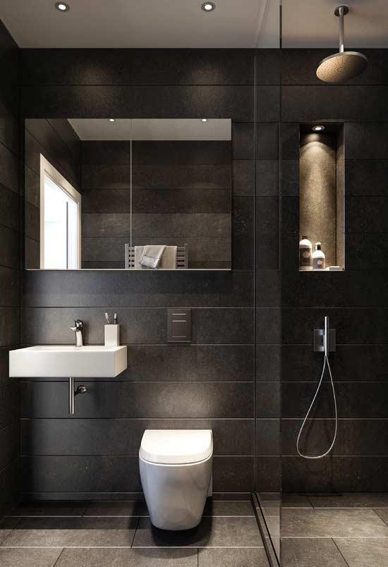 O fundo preto num ambiente bem iluminado deixa o espaço agradável e elegante