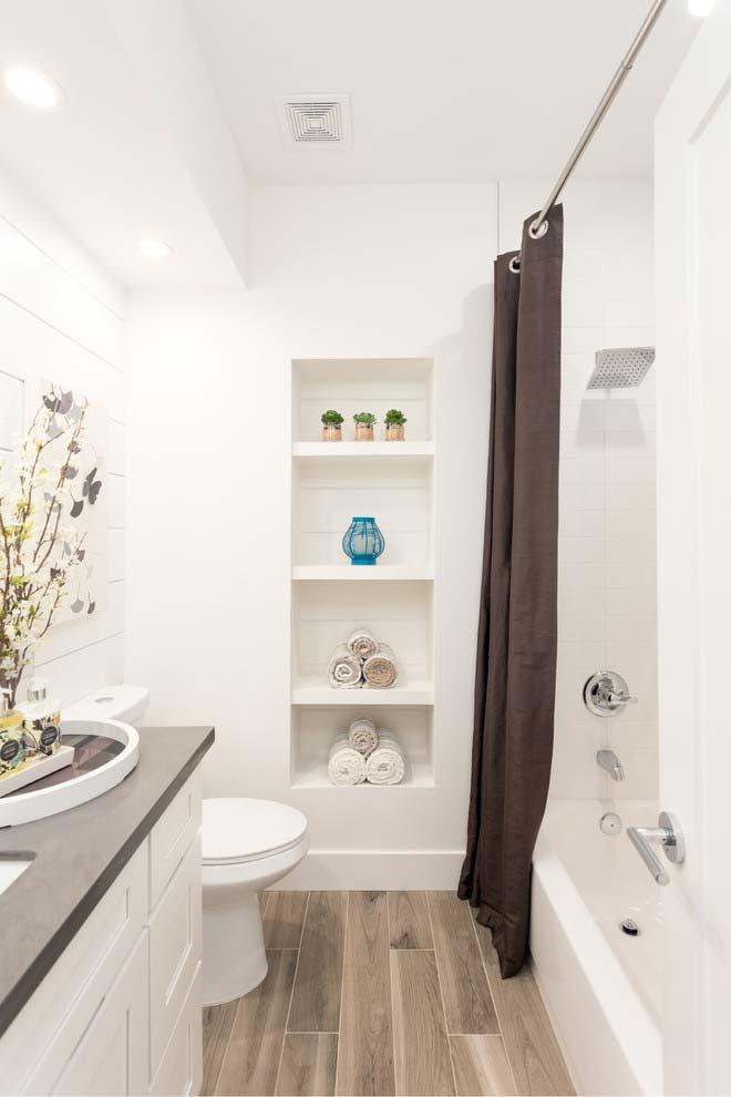 Banheiro branco clássico