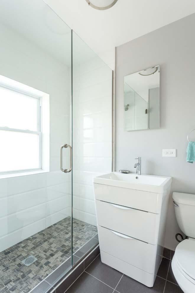 Banheiro branco na medida