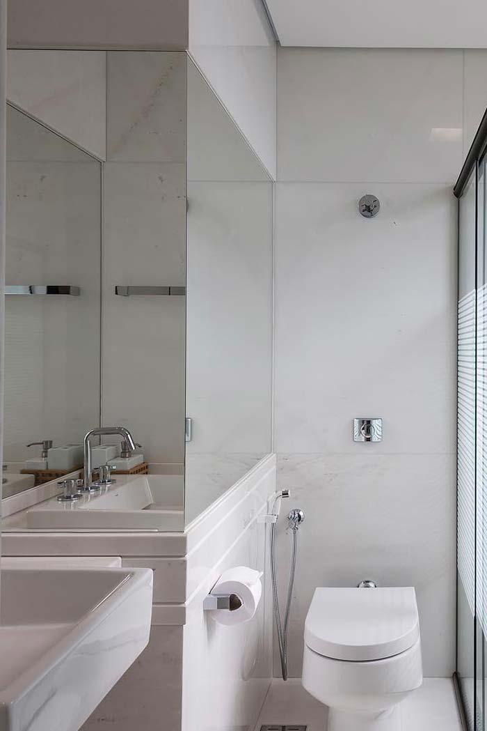 Branco e muito espelho