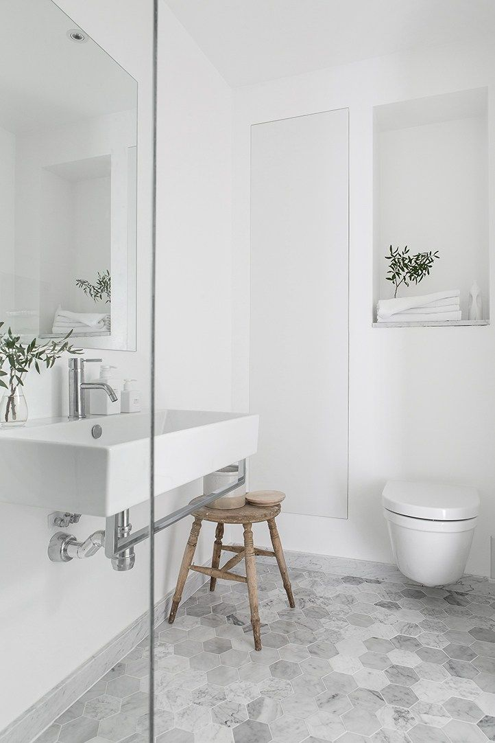 Banheiro clean com toque de frescor