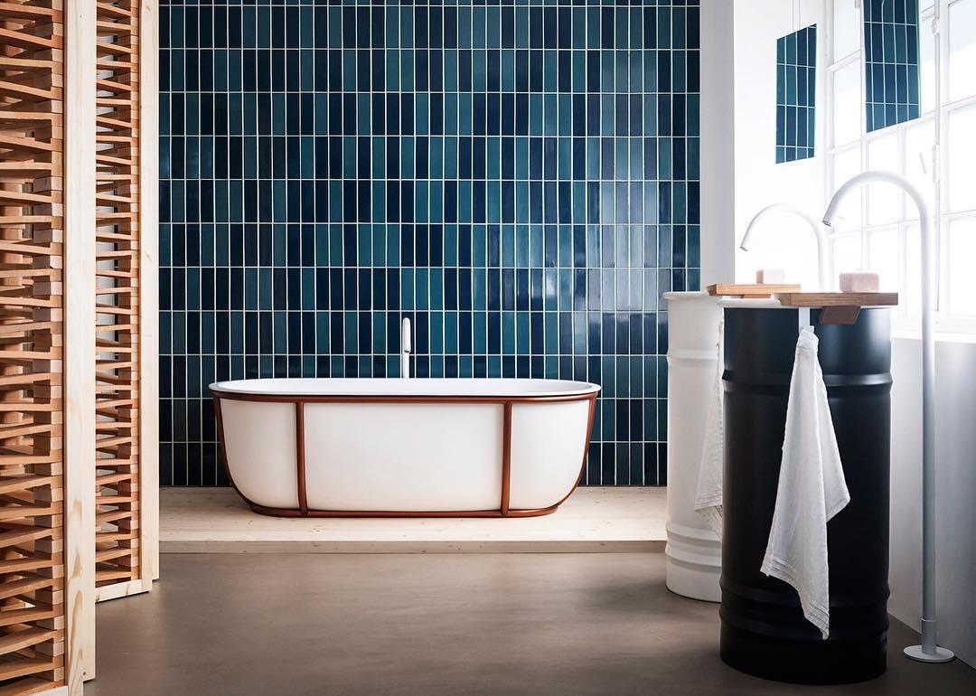Banheiro com banheira clássica