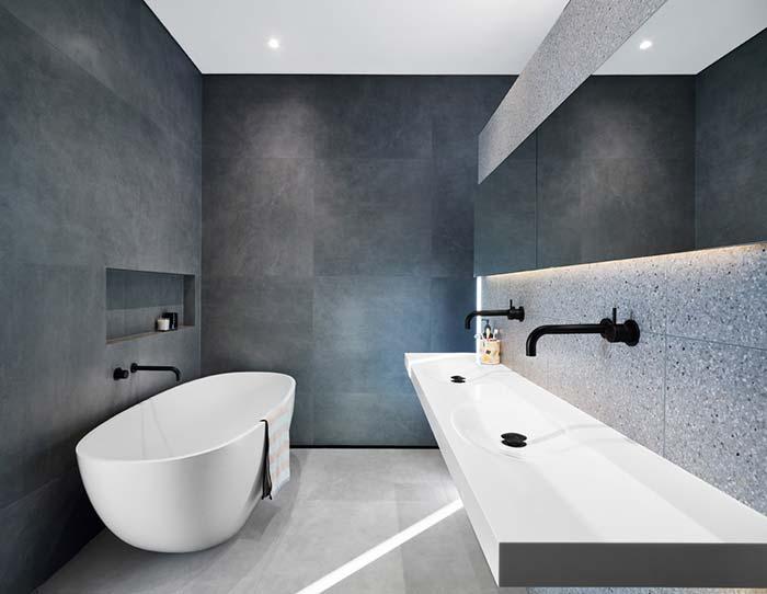Banheiro com banheira minimalista
