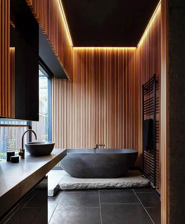 Banheiro com banheira sobre pedra