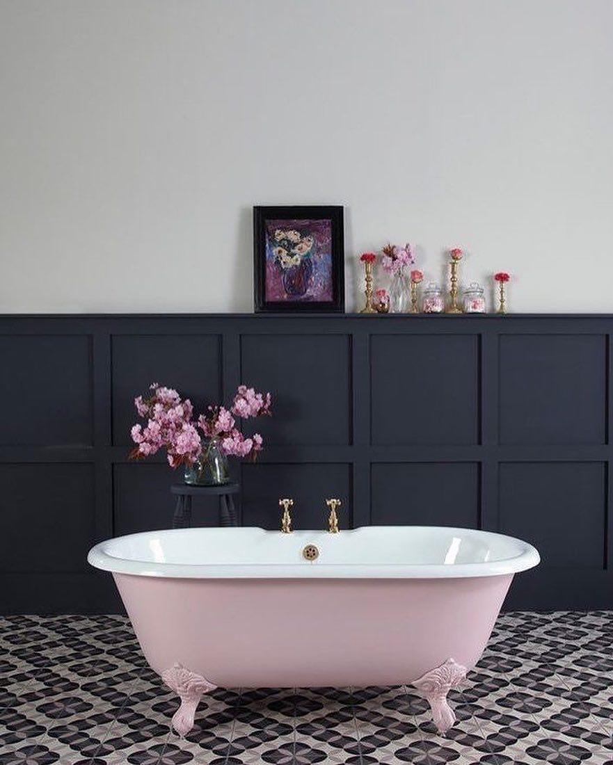 Banheira vitoriana em um banheiro clássico