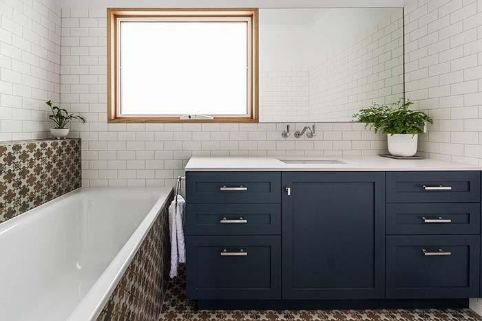 Banheiro com banheira vintage