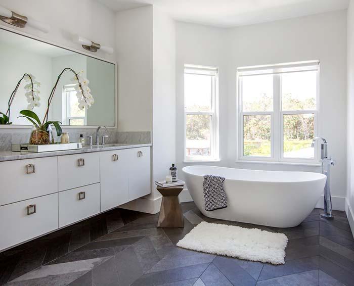 Banheiro com banheira requintada