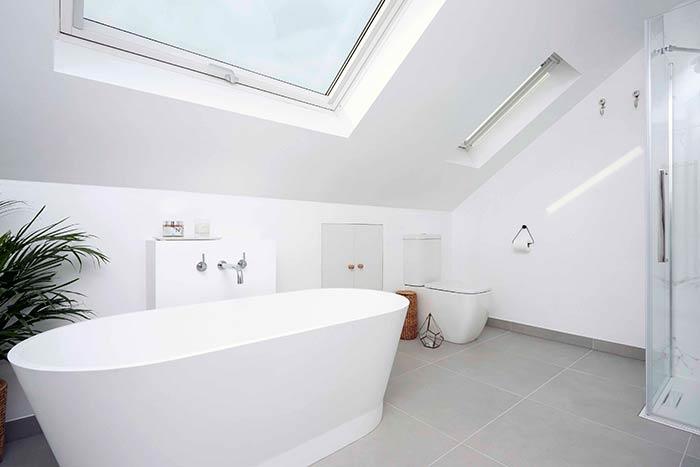 Banheira perto do teto
