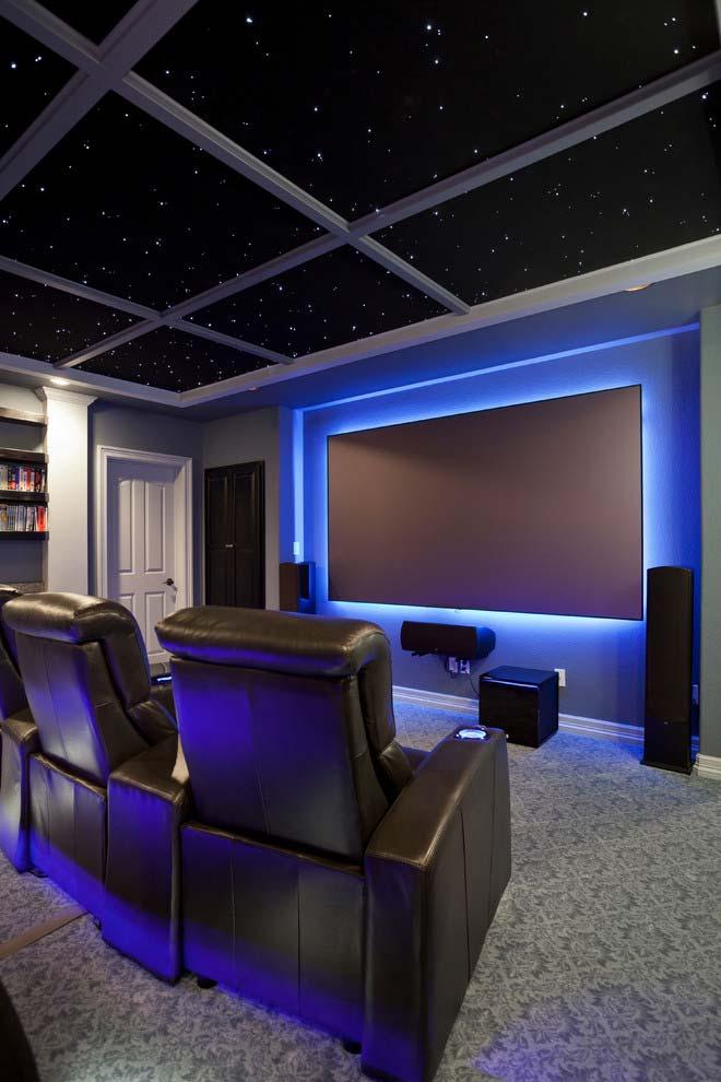 Sala de cinema com poltronas individuais