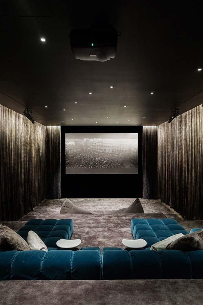 Isolamento com cortinas de veludo