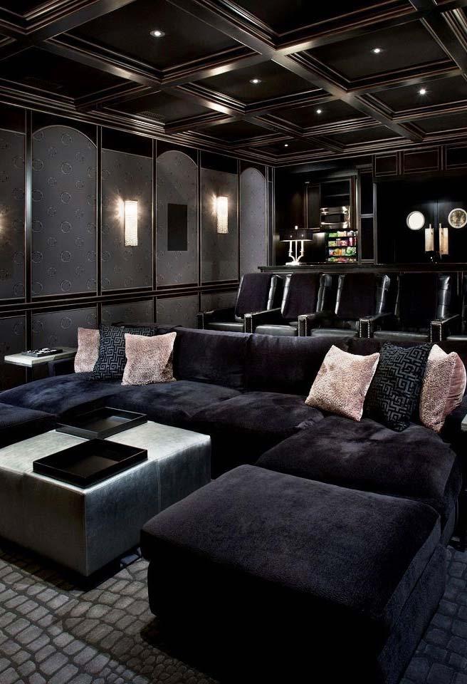 Cinema em casa com fileiras diferentes